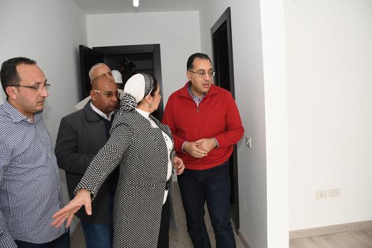 وزير الإسكان يتفقد أول نموذج لمنطقة الفيلات بالعاصمة الجديدة