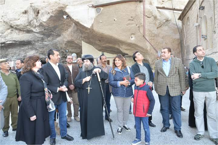 محافظ أسيوط وفنانو مصر يزورون دير المحرق والعذراء بدرنكة