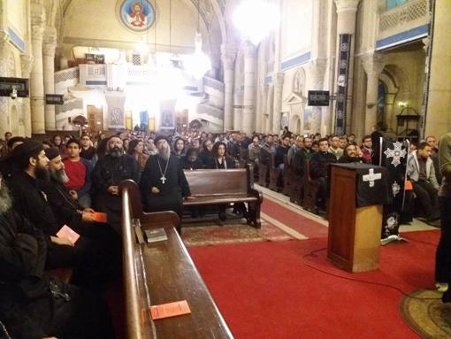 الأنبا بافلي يترأس صلوات البصخة من داخل الكاتدرائية المرقسية بالإسكندرية