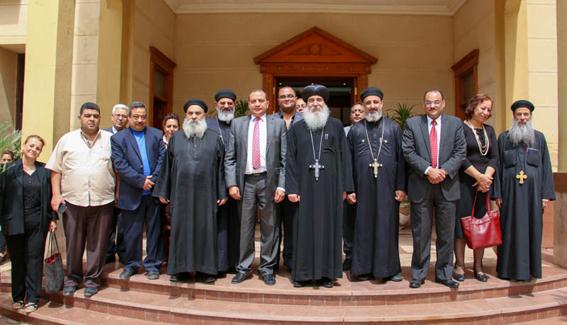 رئيس جامعة بني سويف يهنئ الأنبا غبريال بالعيد