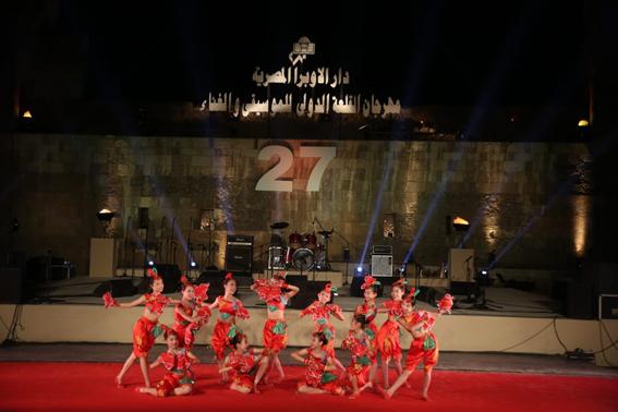 بحضور ٥٠٠٠ متفرج..وزيرا الثقافة والآثار يفتتحان مهرجان القلعة الدولي للموسيقى والغناء