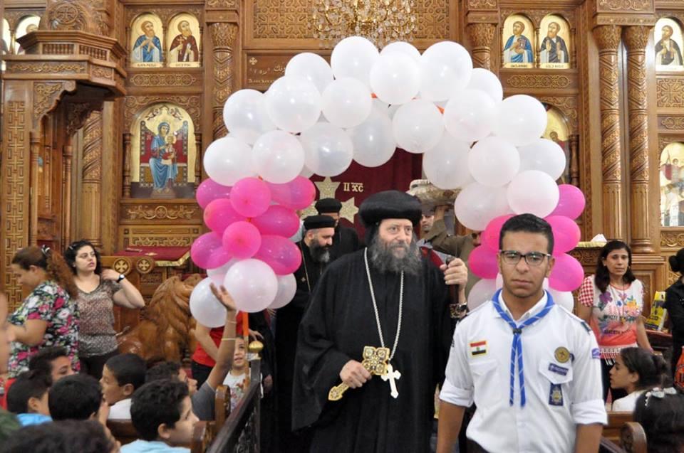 الأنبا لوكاس يُدشن أواني لكاتدرائية مار يوحنا المعمدان بأبنوب
