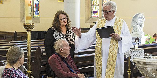 معمودية الحاكم العام السابق لأستراليا بعد ٨٥ عاماً ملحداً
