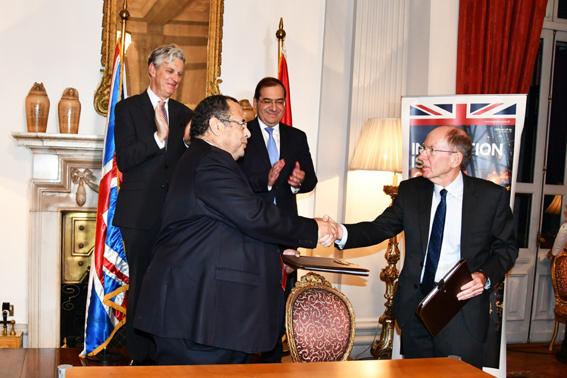 """وزير البترول يشهد توقيع اتفاق بين """"انبي"""" و""""وود"""" البريطانية"""