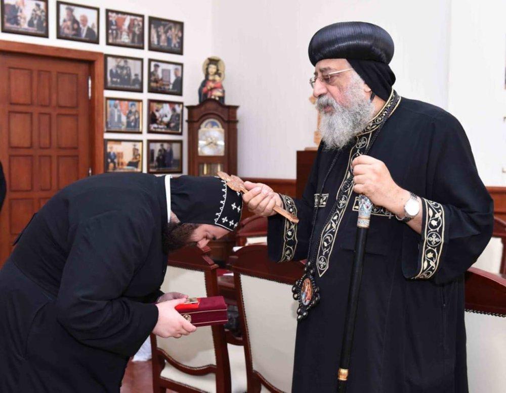 البابا تواضروس يستقبل كاهن الكنيسة السريانية بالقاهرة