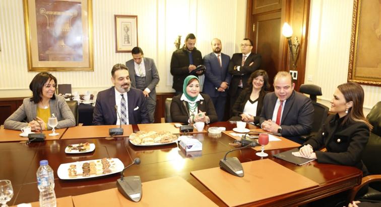 """""""مرسي"""" تطلق جرس جلسة تداول البورصة إعلانا ل """"دق الجرس للمساواة بين الجنسين"""""""