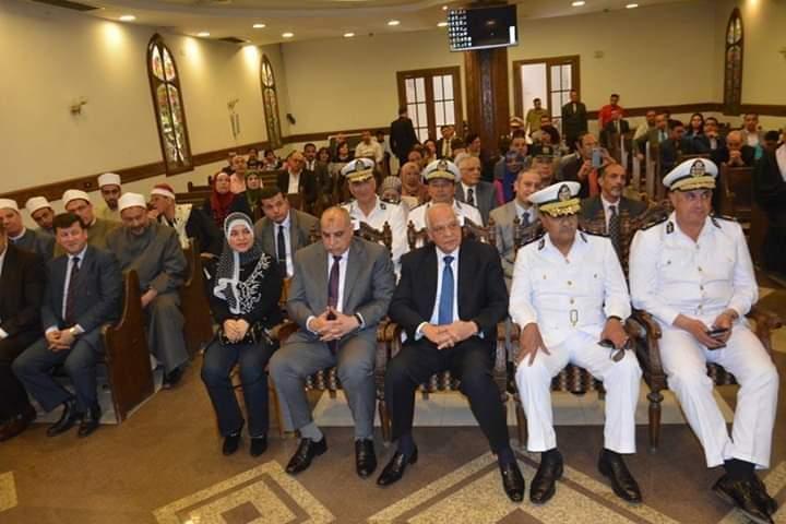 محافظ الجيزة يزور الكنيسة الإنجيلية للتهنئة بعيد القيامة