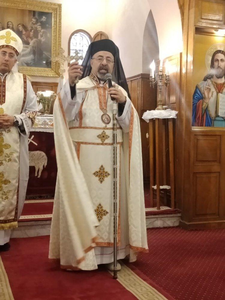 البطريرك ابراهيم أسحق يترأس القداس الإلهي بكنيسة العذراء قبة الهوا