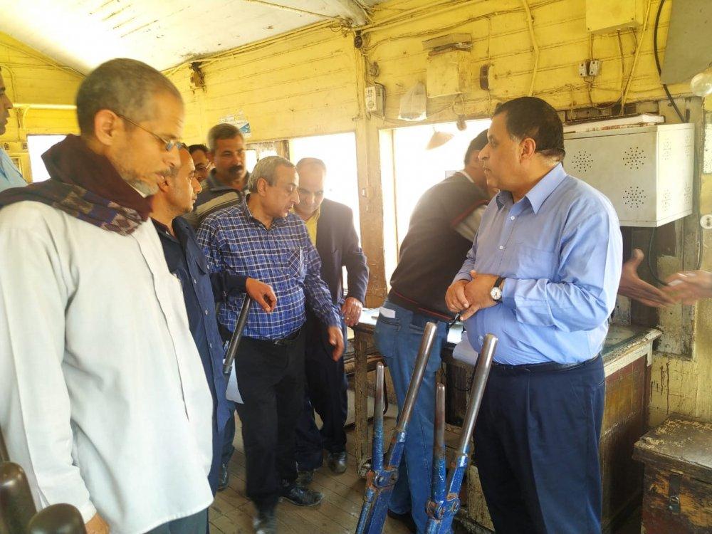 رئيس هيئة السكة الحديد يتفقد مشروعات التطوير على خط القاهرة قليوب منوف بنها