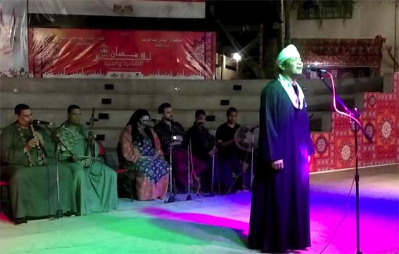 """المنشد الصوفي """"زين محمود"""" يختتم رابع ليالي الخيمة الرمضانية بمكتبة دمنهور"""