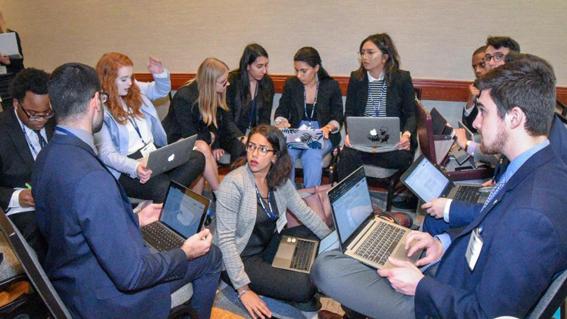 """طلاب نموذجي """"الأمم المتحدة"""" و""""جامعة الدول العربية"""" يحصدون الجوائز في المؤتمرات الدولية"""