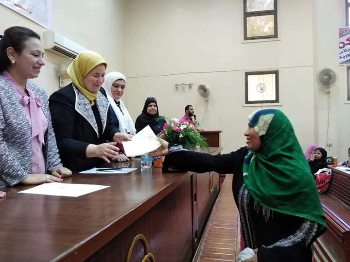 """""""القومي للمرأة"""" بأسيوط يسلم 123 شهادة أمان للمرأة المعيلة"""