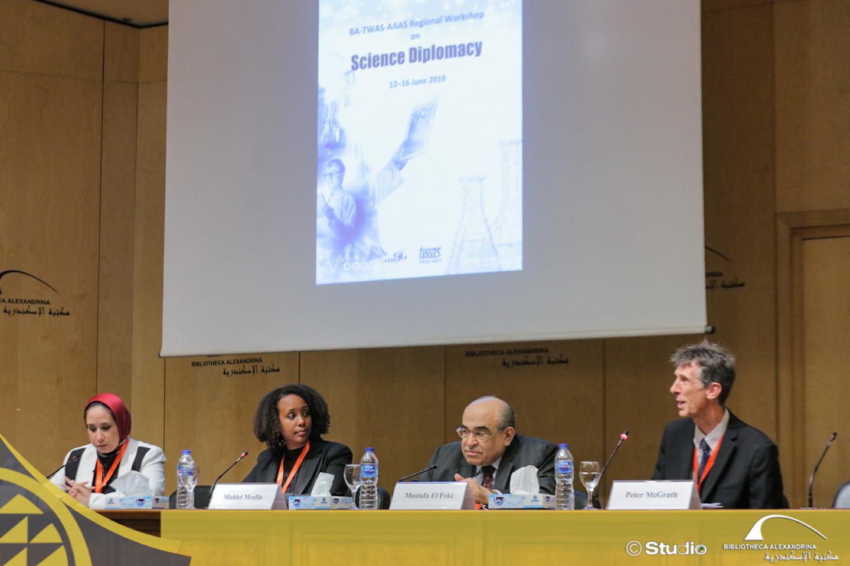 الفقي يفتتح ورشة دبلوماسية العلوم بمشاركة خبراء دوليين