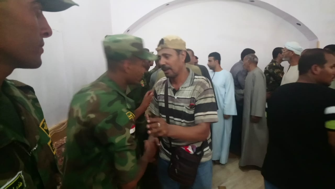 بالصور.. تشييع جثمان شهيد حادث العريش الإرهابي بمركز القرنة بالأقصر