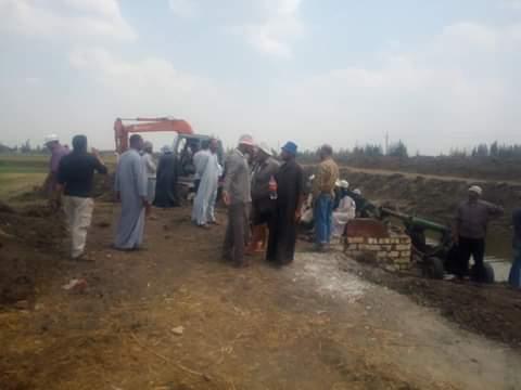 """"""" الري"""" تركب وحدة إنقاذ سريع على ترعة أم اللحم بالزقازيق لحسم شكاوي المزارعين"""