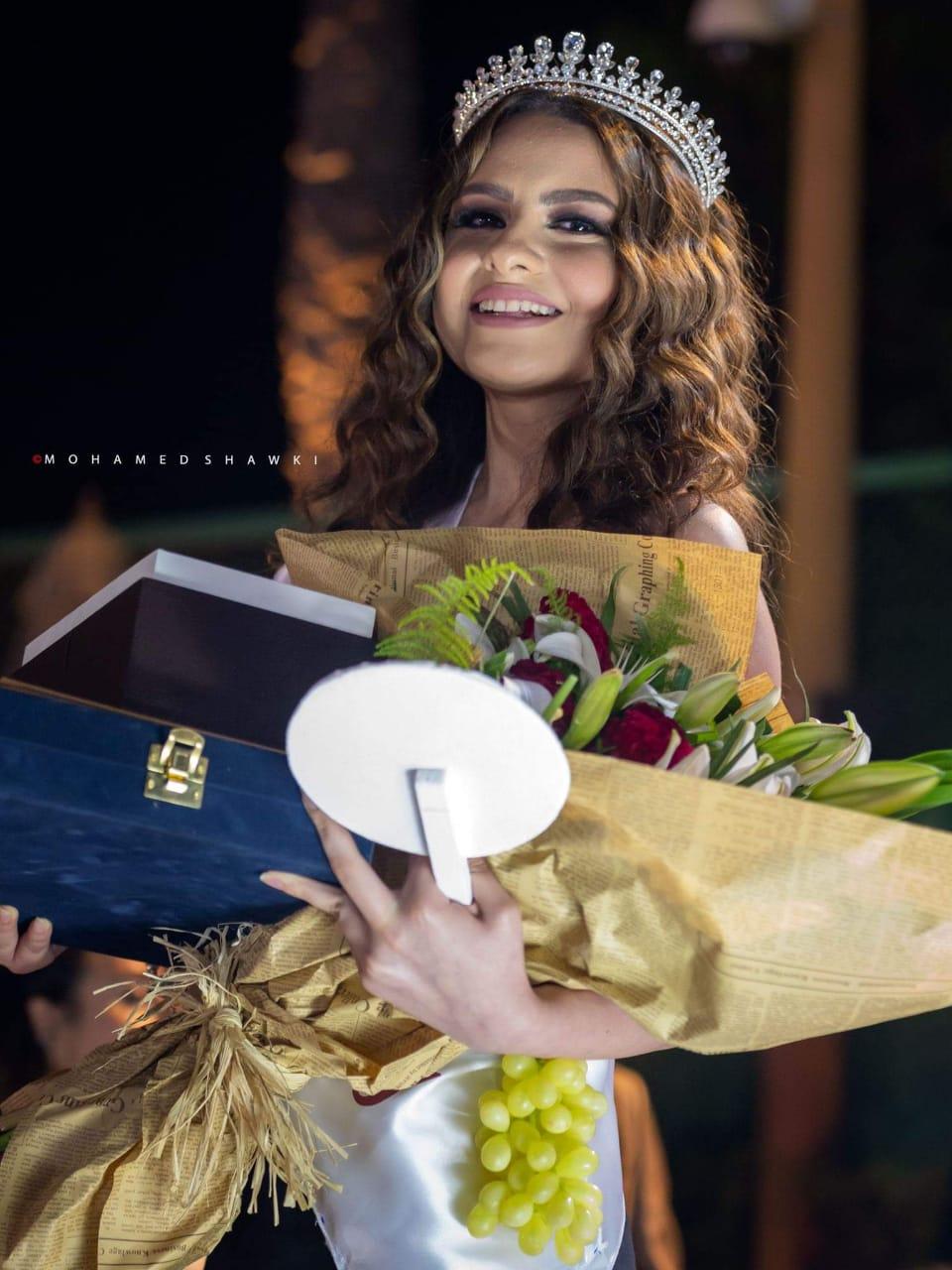 """بالصور.. """"روجينا"""" تُتوج بلقب ملكة جمال العنب من الإسكندرية"""