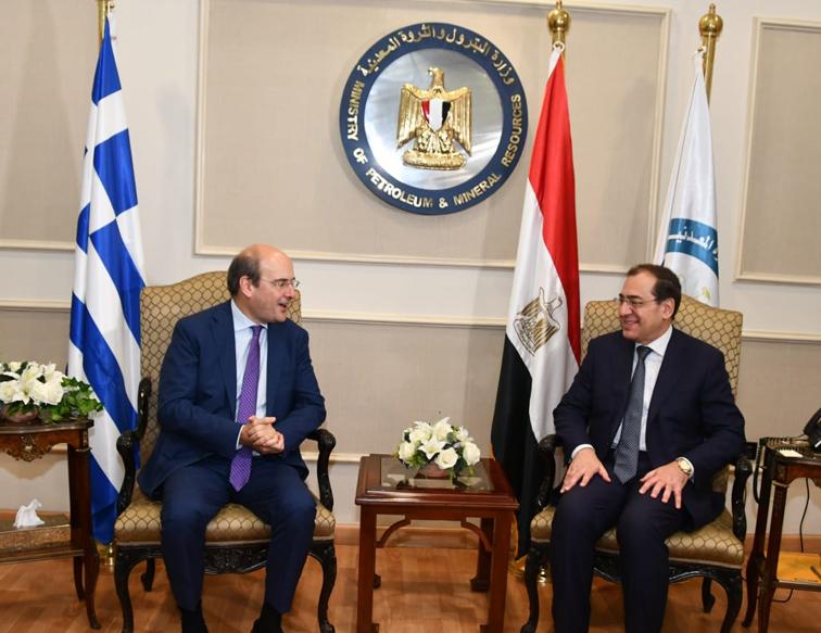 وزير البترول يبحث مع وزير الطاقة  اليوناني دعم التعاون بين البلدين