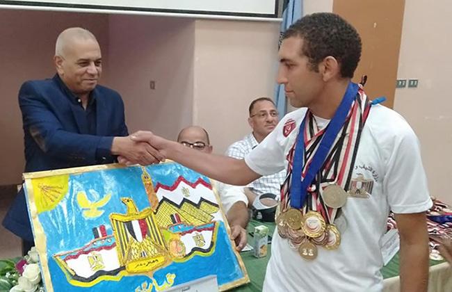 تكريم أبطال نادي الهدف الرياضي لذوي الهمم بشباب الغربية