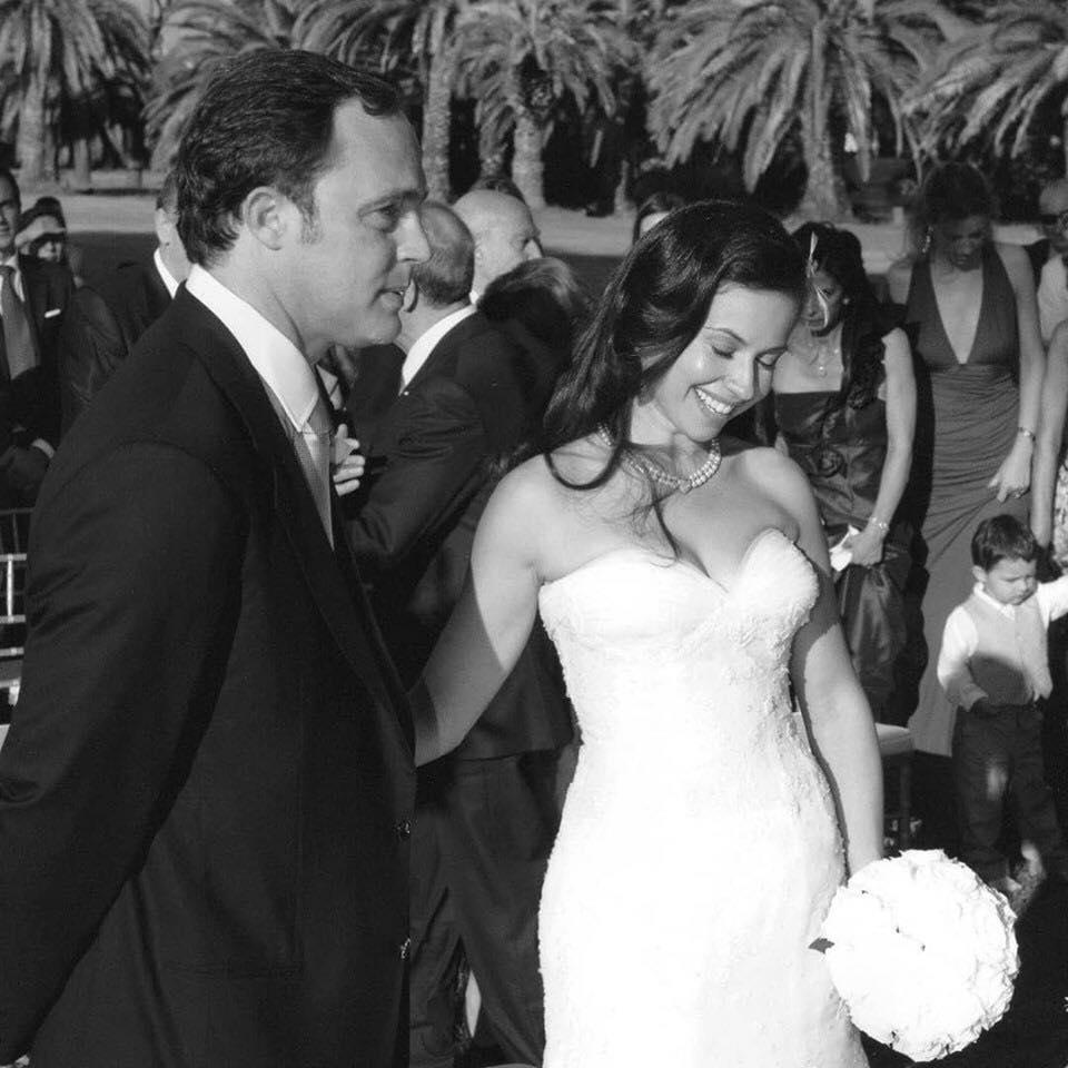 """في عيد زواجها الثامن.. """"ريا أبي راشد"""" تنشر صورًا جديدة لحفل زفافها"""