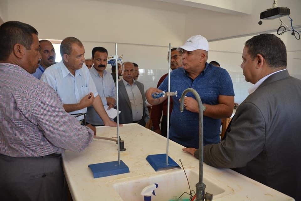 محافظ الوادي الجديد يتفقد أعمال تطوير مدارس قرية بولاق