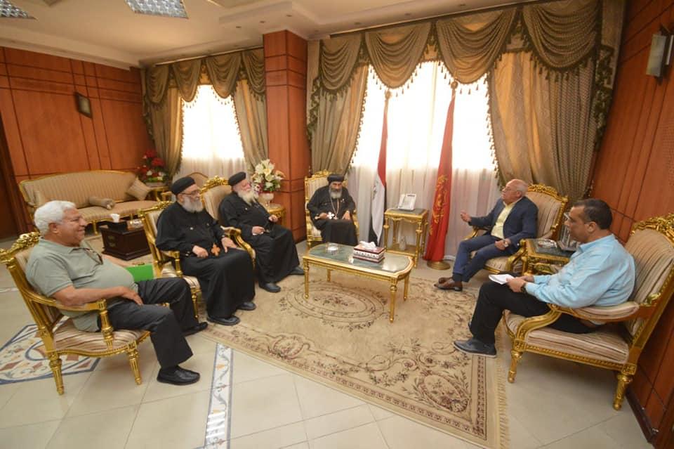 محافظ بورسعيد يستقبل وفد من الكنيسة برئاسة الانبا تادرس