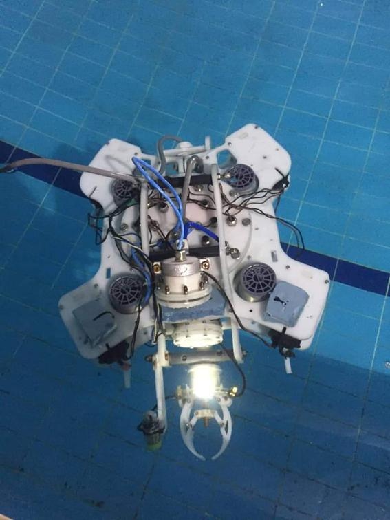 """فريق من """"هندسة الإسكندرية"""" يبتكر غواصة آلية غير مأهولة"""