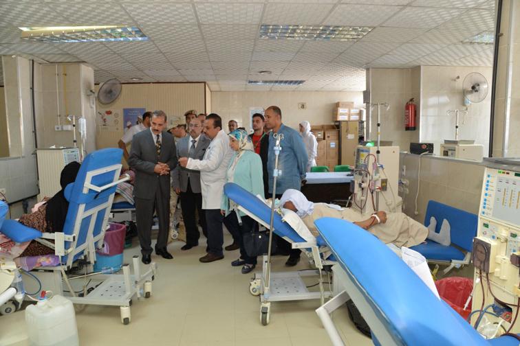 محافظ أسيوط يتفقد عدد من المستشفيات ويهنىء المرضى بالعيد