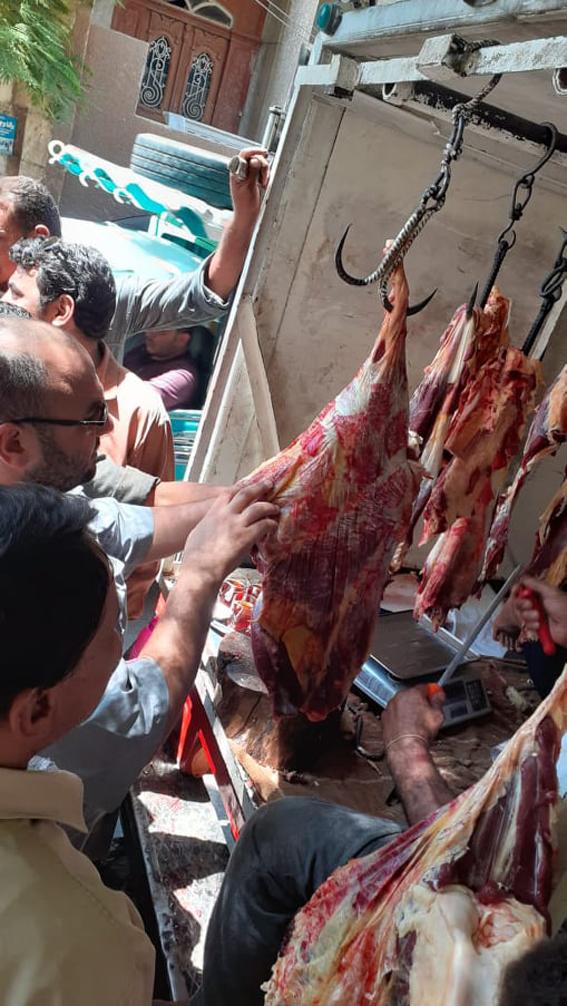 حملات تموينية مكثفة على محلات الجزارة والاسواق بمراكز أسيوط