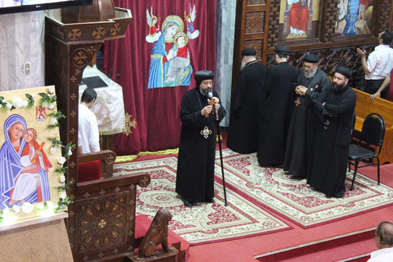 الانبا اسانيوس يشارك كهنة المطرنية نهضة صوم السيدة العذراء بالوادي الجديد