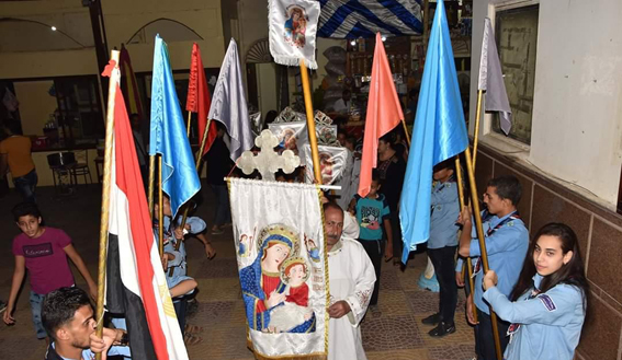 بالصور ... المئات في زفة السيدة العذراء بدير بياض