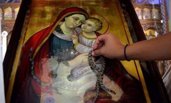 """معجزة ظهور """"الثعابين"""" في صوم العذراء تتكرر بدير الراهبات باليونان"""