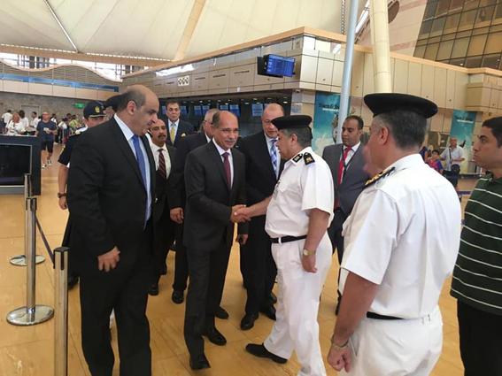 وزير الطيران المدني يتفقد مطاري القاهرة وشرم الشيخ