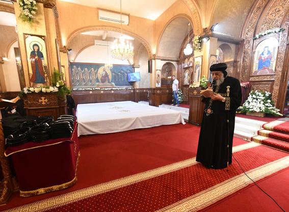 البابا تواضروس يتمم سيامة ٢٤ راهبة جديدة بـدير الأمير تادرس