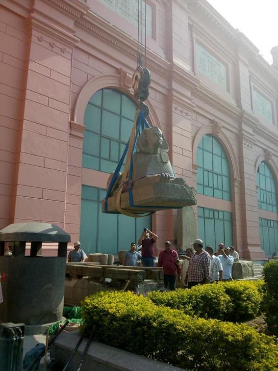 وزارة الاثار : قطع اثرية ضخمة تصل المتحف المصري الكبير