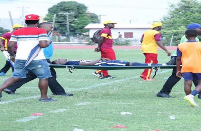 بالفيديو.. البرق  يضرب لاعبيّن  أثناء مباراة لكرة القدم