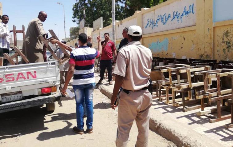 حملة لرفع الإشغالات بمدينة أسوان تحرر 15 محضرا وتزيل 406 إشغال طريق