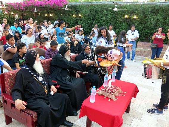 الأنبا أبوللو والأنبا ايسيذورس يشهدان حفل مجموعة العجائبي الكشفية بشرم الشيخ