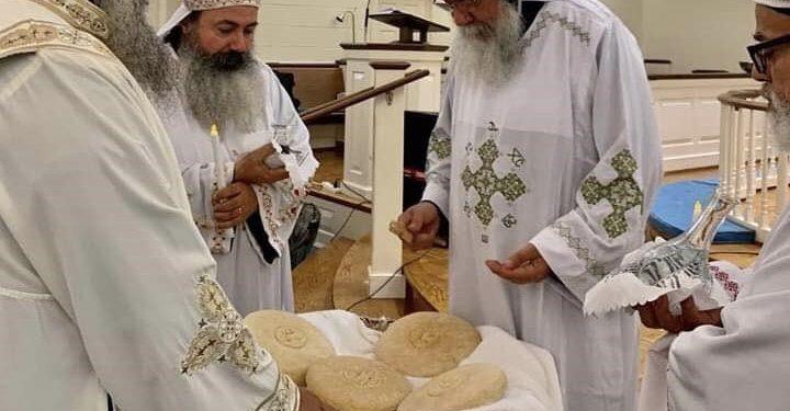 الأنبا مكاريوس يترأس القداس الالهى بفرجينيا