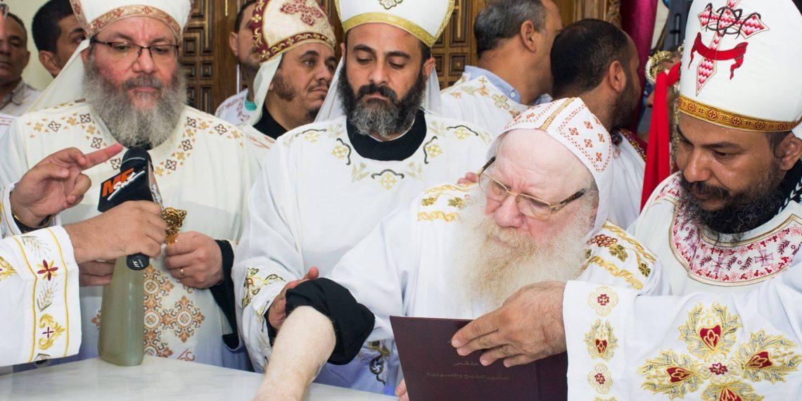 الأنبا أثناسيوس يدشن كنيسة قرية السنارية بالمنيا