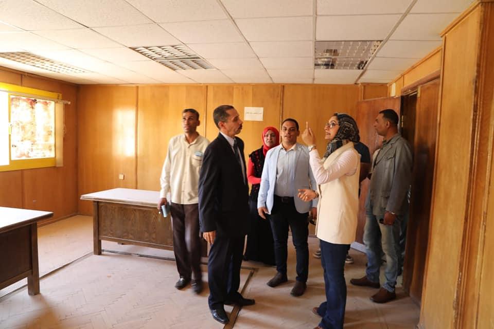 نائب محافظ الوادي الجديد تتفقد عدداً من المستشفيات والمراكز الصحية بمدينة الخارجة