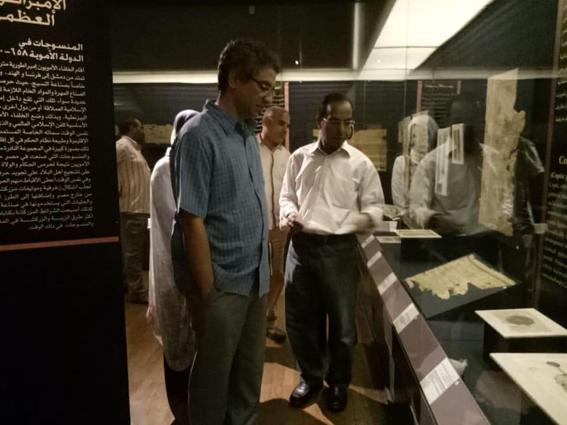 رئيس قطاع المتاحف يقوم بجولة تفقدية لمتحف النسيج المصري بشارع المعز