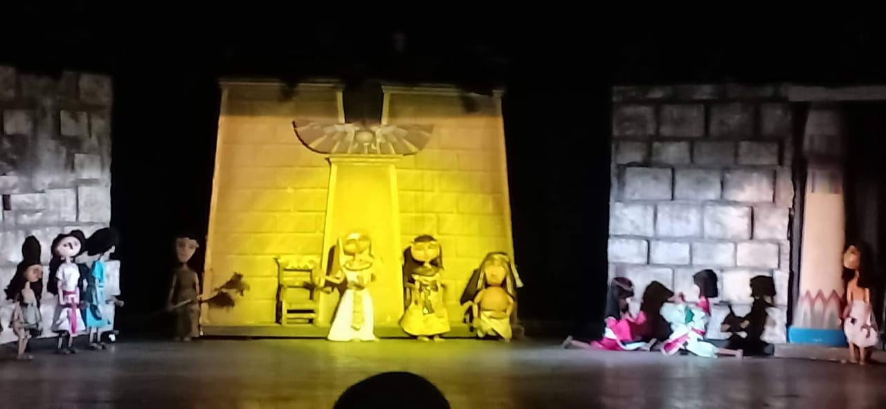 """""""رحلة الزمن الجميل"""" تواصل نجاحها على مسرح القاهرة للعرائس"""