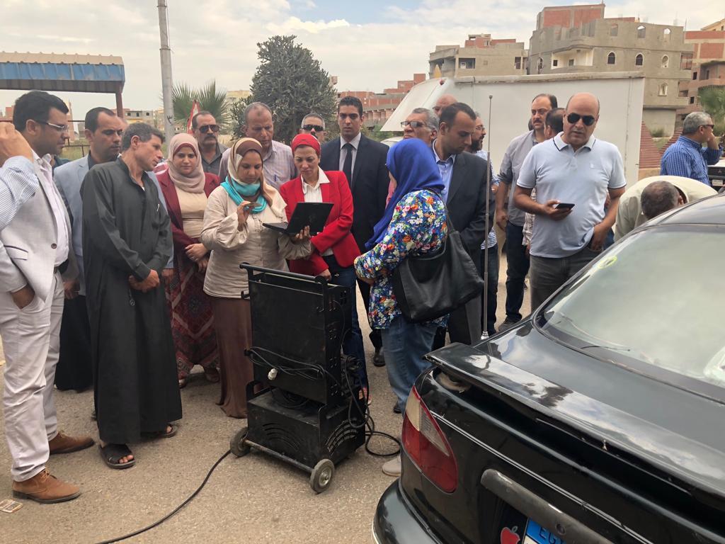 ياسمين فؤاد في جولة مفاجئة بالدقهلية .. ومحضراً لأحد المخالفين بسبب حرق مخلفات زراعية