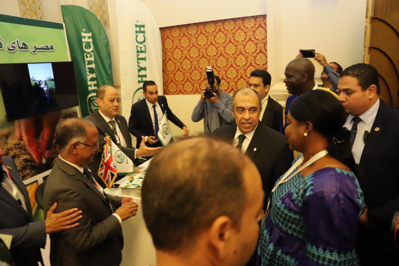 وزير الزراعة وممثلو الدول الإفريقية بمعرض المنتجات والمستلزمات الزراعية