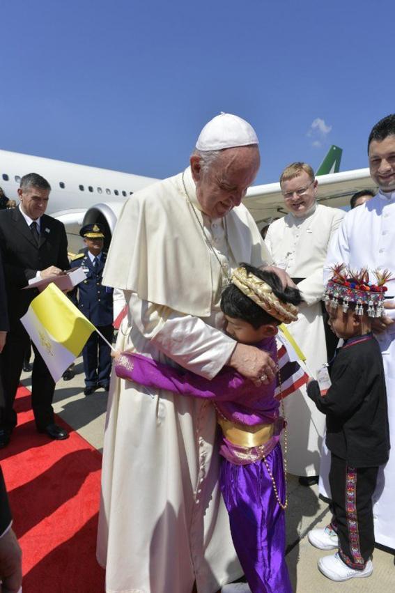 البابا فرنسيس يصل إلى تايلاند في المحطة الأولى من جولته الأسيوية