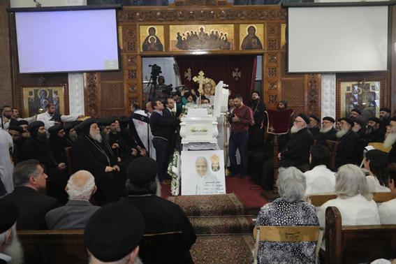 """١٤ من أعضاء المجمع المقدس في صلوات تجنيز جثمان """"تاسوني أنجيل"""""""