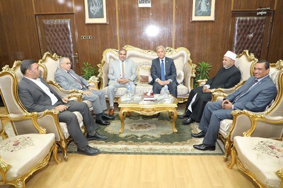 محافظ المنوفية يستقبل رئيس جامعة الأزهر ونوابه بالديوان العام