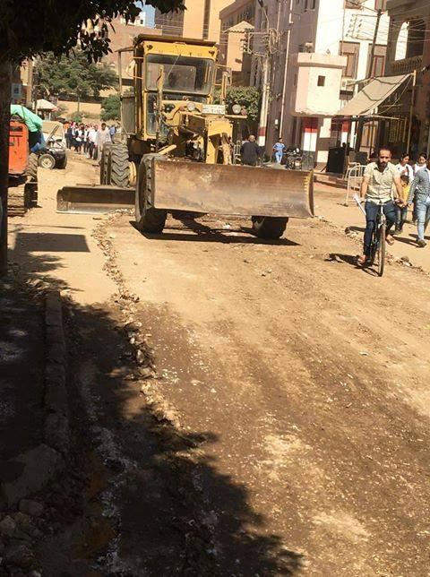إعادة رصف وتوسعة طريق 398 بملوي بالمنيا
