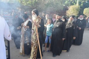 بالصور.. استمرار احتفالات مارجرجس الرزيقات والآلاف يشاركون فى الزفة الروحية