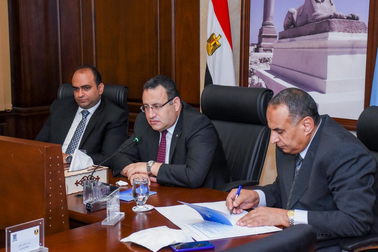 """محافظ الإسكندرية يتابع مشروعات""""الصرف الصحي"""" على مستوى الاحياء"""